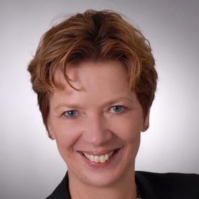 Dr. Claudia<br/>Schilling